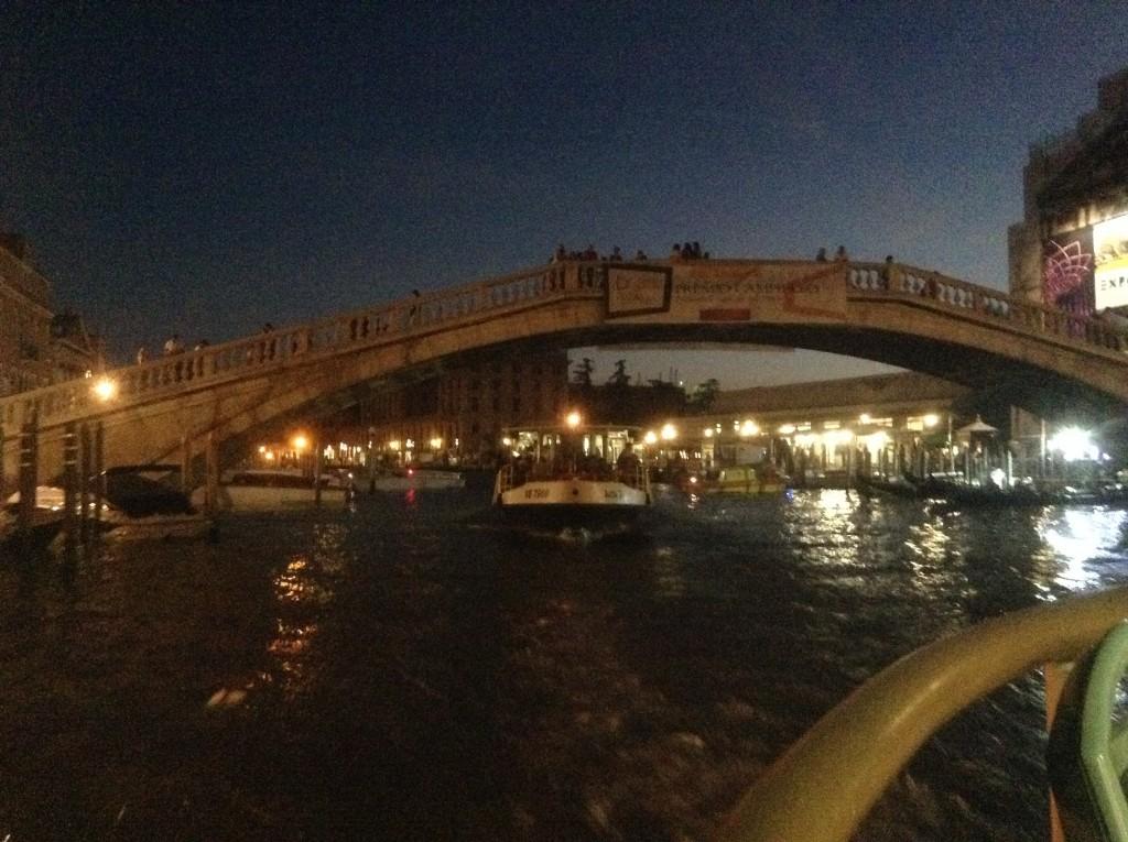 Venise - Le Grand Canal de nuit vu du vaporetto