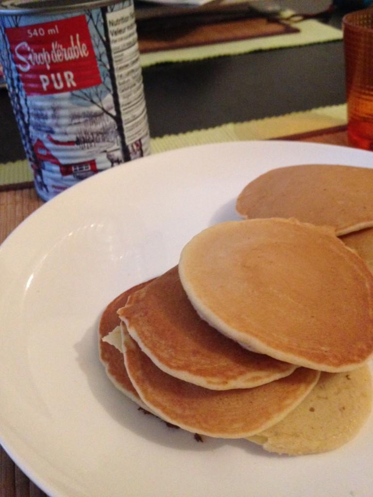 Pancakes et du sirop d'érable